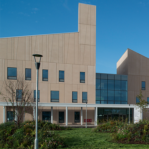 Dumfries and Galloway Royal Infirmary, Ryder Architecture in collaboration with NBBJ